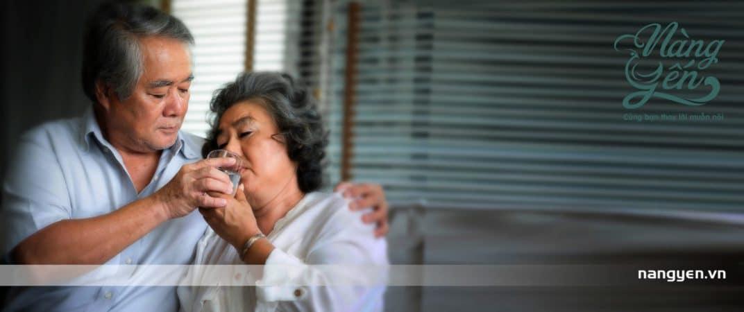 Tổ Yến có tác dụng làm sạch phổi và các cơ quan hô hấp, làm giảm bệnh cúm và các triệu chứng dị ứng, làm tăng thể trạng và cân bằng quá trình trao đổi chất trong cơ thể