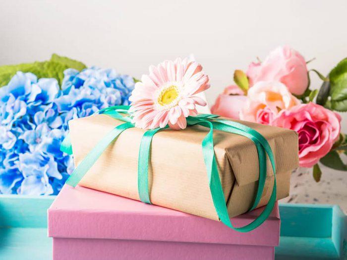 Là phụ nữ ai cũng thích hoa và mẹ bạn cũng sẽ thật sự vui mừng với món quà lãng mạn này từ con yêu của bà