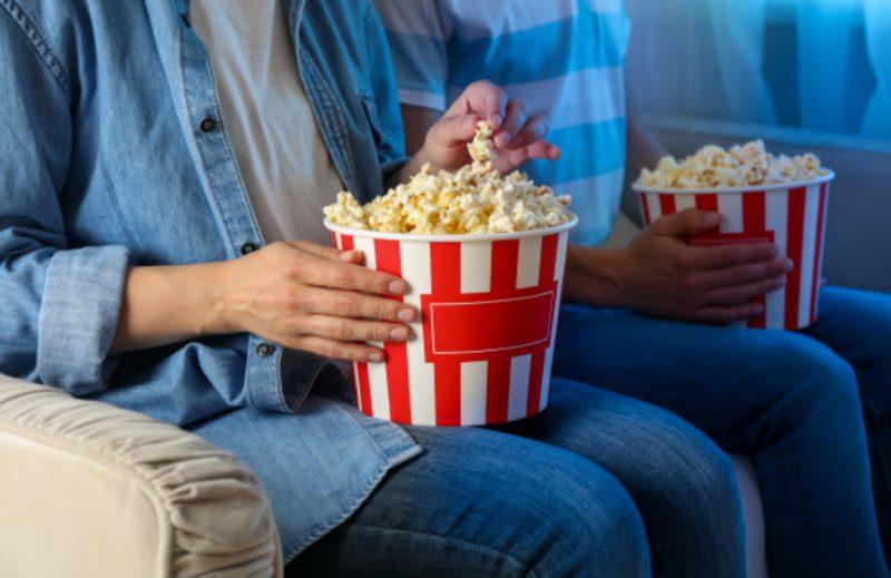 """Tặng một buổi tối xem phim cùng nhau - Bài viết : """" Tặng gì cho vợ nhân ngày 20 10 """""""